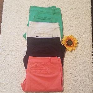 Woman's cropped pants bundle